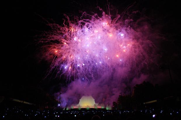 В конце сентября возле фонтана проходит фестиваль Ла Мерс.