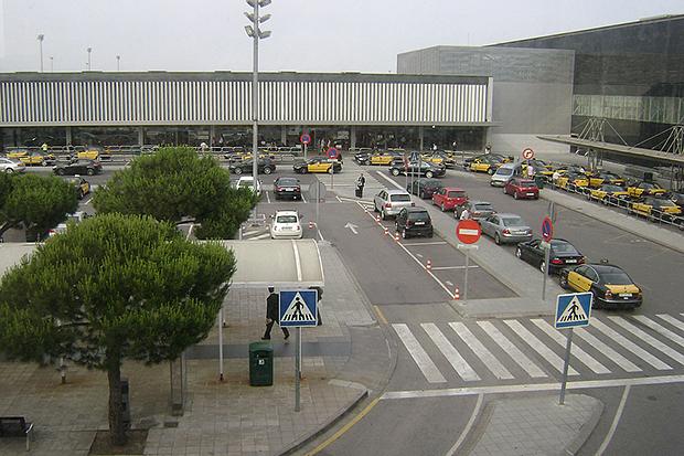 От терминалов аэропортов регулярно отправляются аэробусы.
