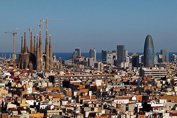 Даже если отпуск пришёлся на декабрь, стоит отправиться в Барселону.