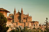 Майорка богата памятниками архитектуры и природными чудесами.