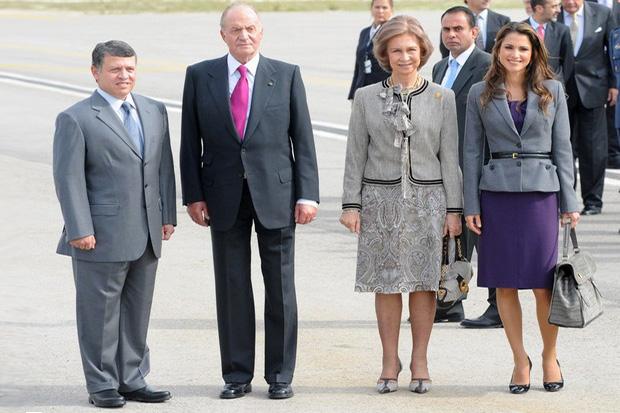 На открытии аэровокзала присутствовала королева Испании София.