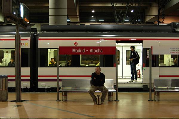 Электричка из аэропорта следует до станции Аточа.