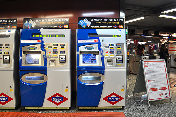 Купить билеты удобнее в специальных автоматах.