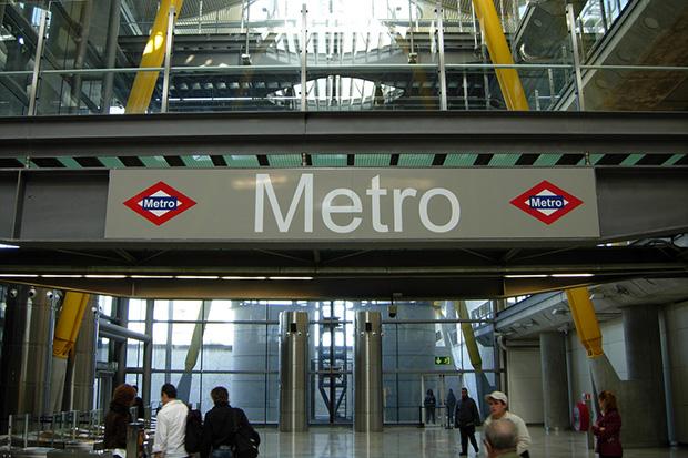 Входы в метро в аэропорту расположены в терминалах 1-4.