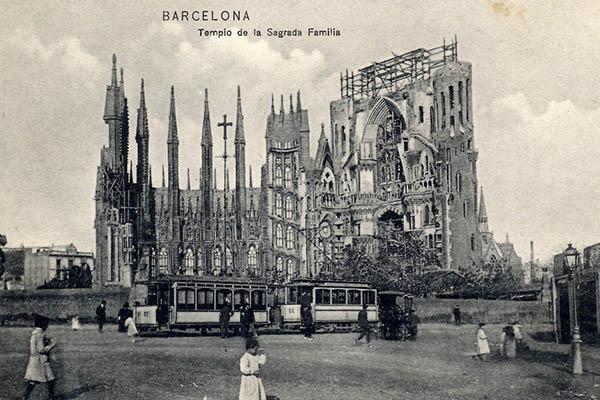 Строительство грандиозного храма началось в 1883 году.
