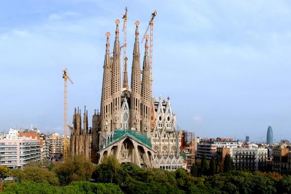 Жители Барселоны не приветствуют достройку храма.