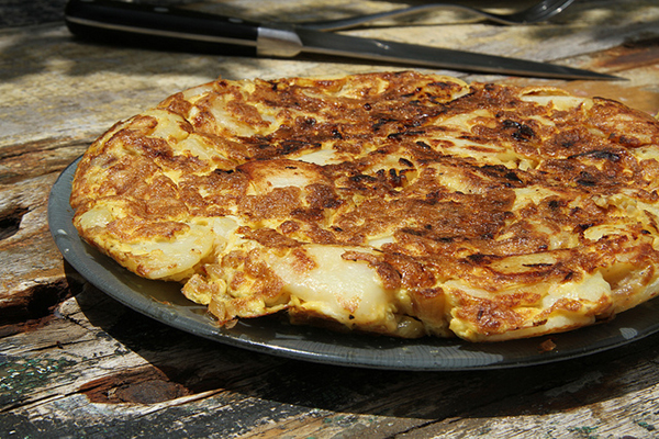 Классический рецепт подразумевает добавление к омлету только картошки.