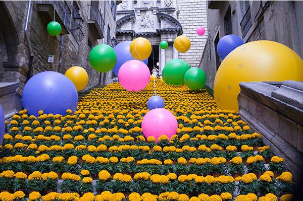 Во время фестиваля цветов улицы Жироны покрываются цветочными коврами.