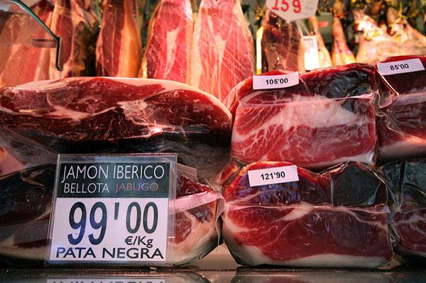 Окорок Иберико считается самым вкусным и дорогим.