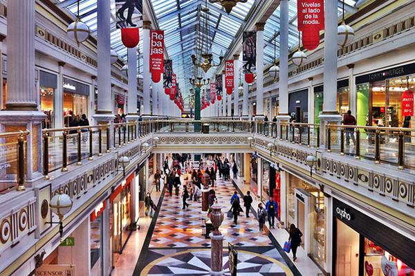 На шоппинге в Барселоне есть чем заняться.