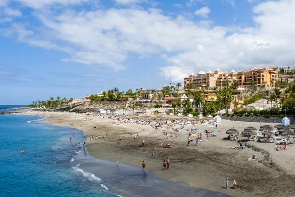 В июне на Тенерифе прибывают любители покупаться в тёплом океане.