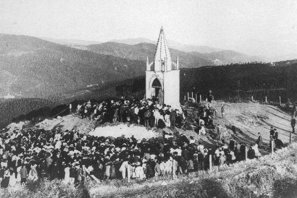 Первая часовня на горе была построена на деньги Доротеи де Чопитеа.