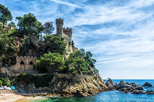 Замок на горе.