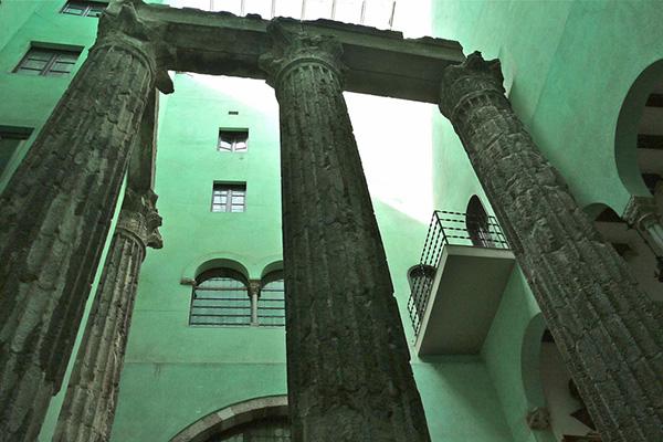 Римские колонны.