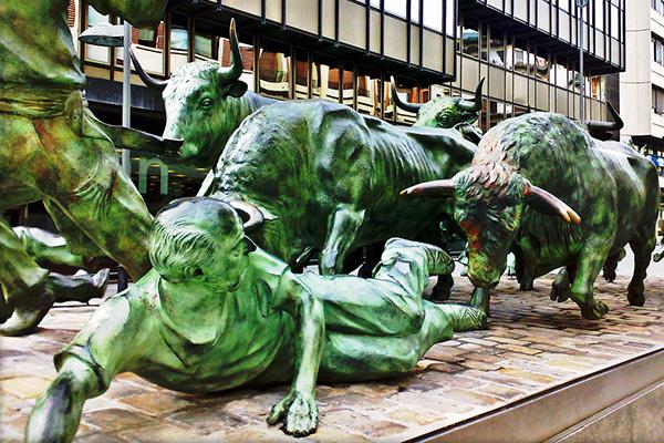 Скульптура с быками.