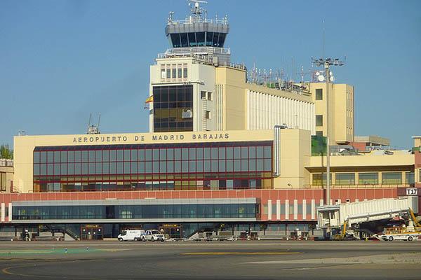 Здание аэропорта.