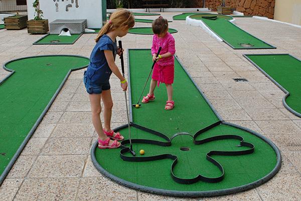 Детский гольф.