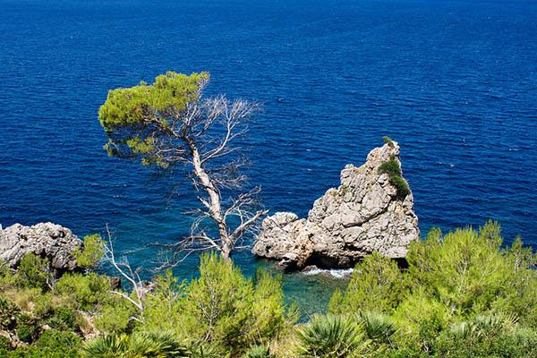 Островок в море.