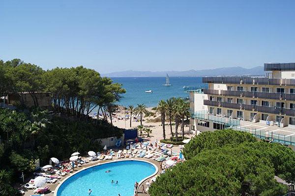 Гостиница на берегу моря.