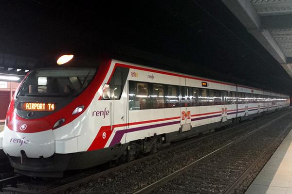 Пригородный поезд T4 Аэропорт.