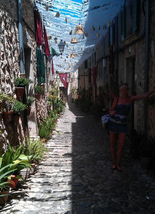 Крытая улица в Испании.