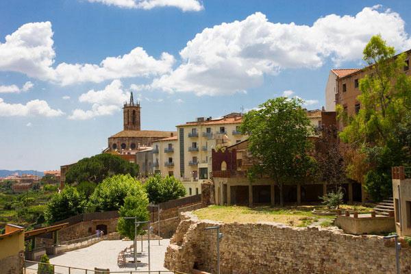 Город курорт Caldes de Montbui.