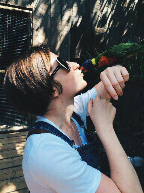 Фото с попугаем.
