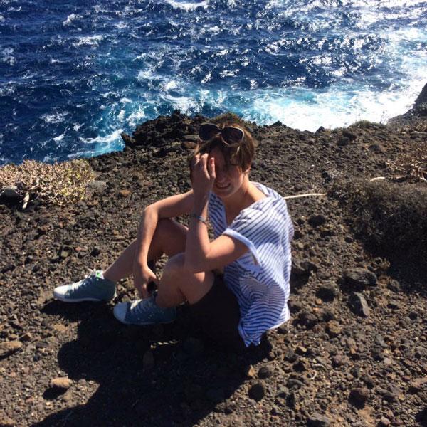 На камнях у моря.