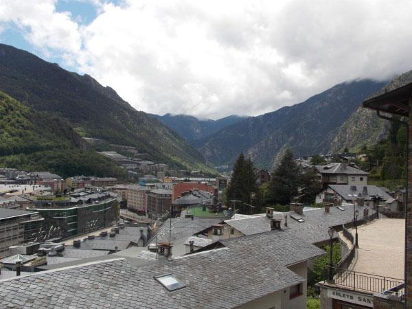 Город в горах.