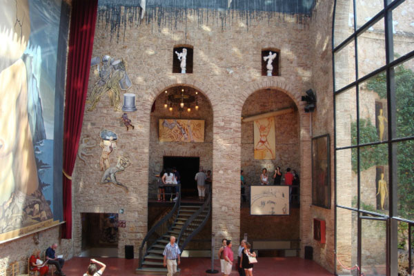 В музее-театре Дали.