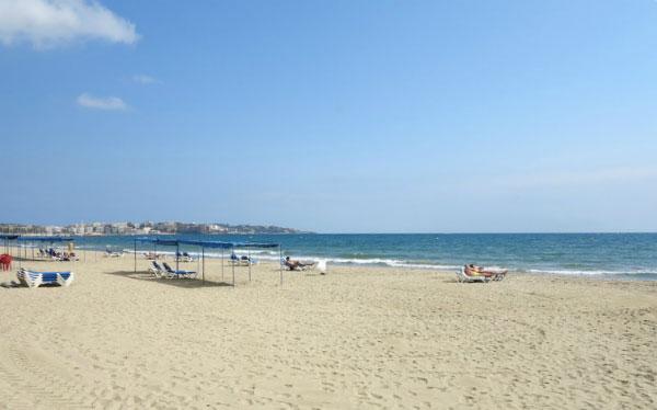 Пляж в сентябре.