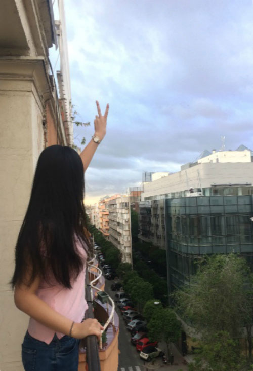 Вид на город с балкона.