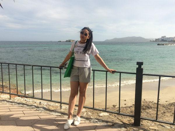 На местном пляже.