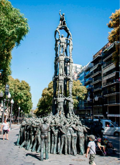 Необычный памятник.