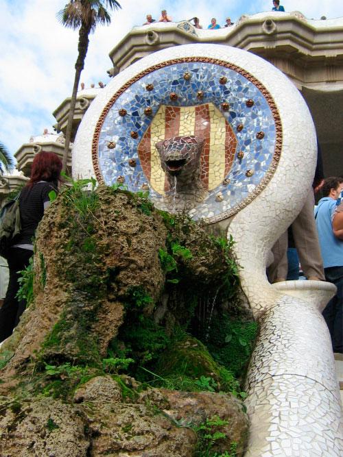 Оригинальный фонтан.