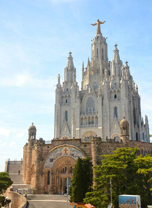 Храм на вершине горы.