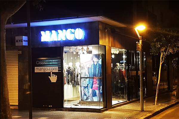 Магазин Mango.
