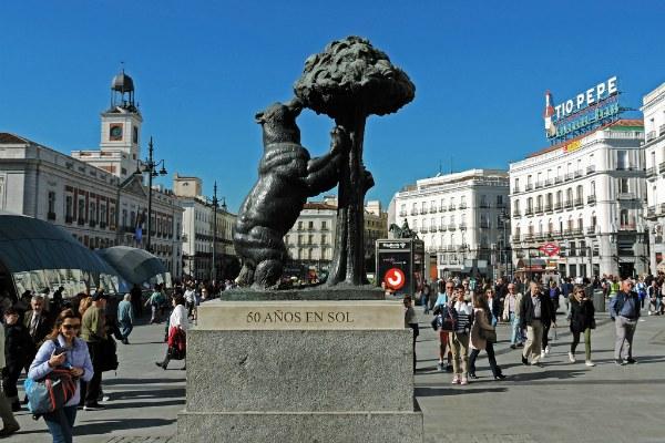 Медведь на площади.