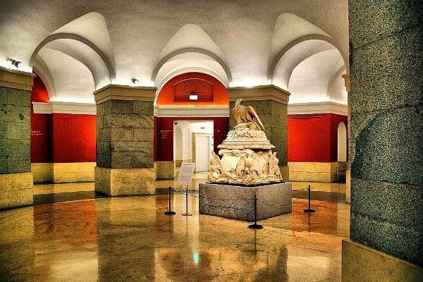 Скульптура в музее.