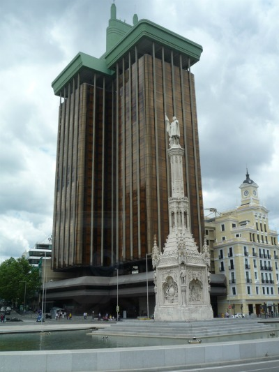 Памятник Колумбу.